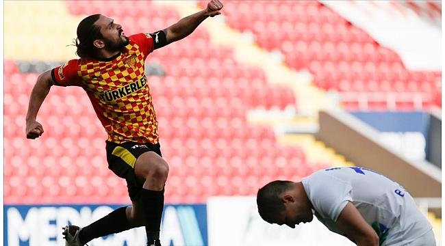 Göztepe Çaykur Rizespor'u 2 golle geçti