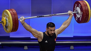 Milli halterci Daniyar İsmayilov rekor kırdı