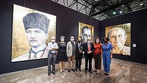 """""""Atatürk: İz Bırakan İlkler Dev Portreler"""" sergisi açıldı"""