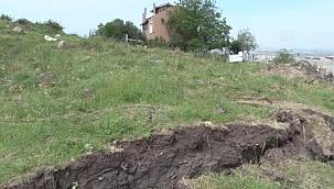İzmir'de zeminde çatlaklar görülen mahalledeki 5 ev daha boşaltıldı