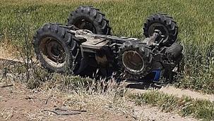 Manisa'da devrilen traktörün sürücüsü öldü