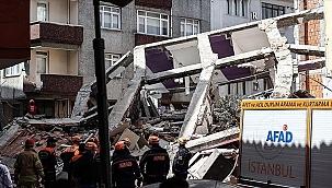 Zeytinburnu'nda 5 katlı boş bina çöktü