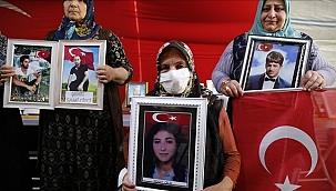 Diyarbakır annelerinin evlat nöbetine bir aile daha katıldı