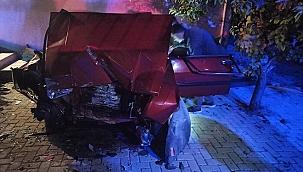 Duvara çarpan otomobilin sürücüsü hayatını kaybetti