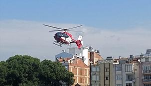 İzmir'de hava ambulansı ayağı tarım makinesine sıkışan çiftçi için havalandı