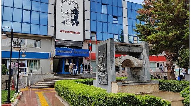 Menderes Belediyesi hukuk işleri müdürü serbest bırakıldı