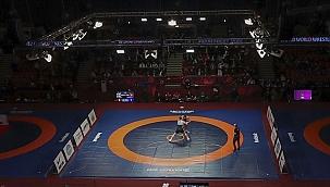 Milli güreşçiler birer gümüş ve bronz madalya daha kazandı