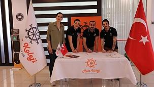Rota Koleji Voleybol Takımı Yeni Teknik Kadrosuyla İmzaları Attı.