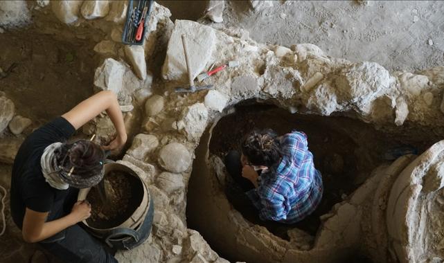 Antandros Antik Kenti'nde 2 bin 400 yıllık pitos mezar bulundu