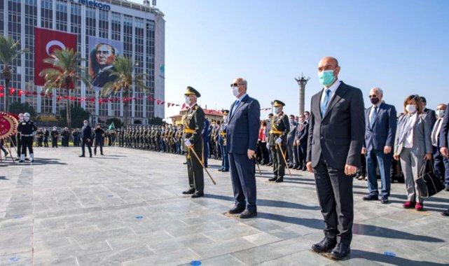 Cumhuriyet Bayramı kutlamaları çelenk töreniyle başladı