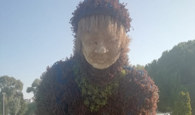 İzmir Büyükşehir Belediyesine heykel tepkisi