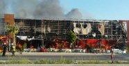 İzmir'deki AVM Çıkan Yangında Kül Oldu